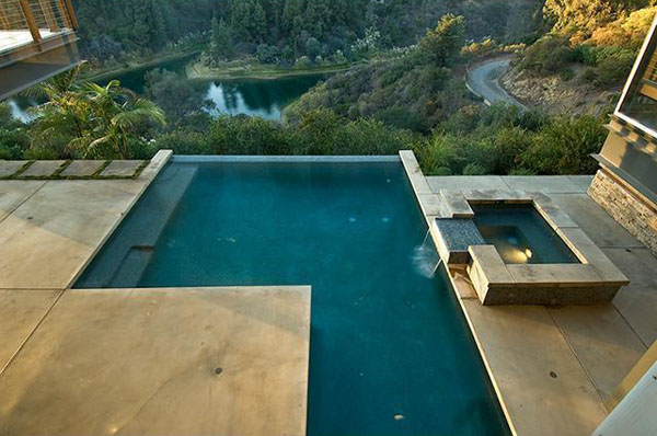Ashton-Kutcher-pool-view