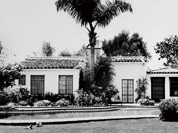 marilyn-monroes-home-historic-photo-e1365646828127