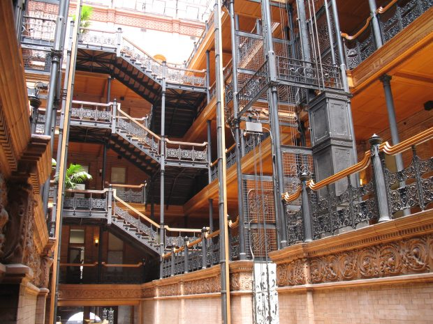 bradbury_building_interior_ironwork