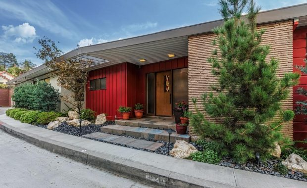 2320 Alto Oak Drive Is A Stunning Example Of Mid Century Style And Boasts Incredible Views The Canyon Downtown La Hollywood Griffith